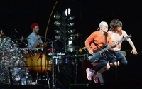 red hot chilli peppers at isle of wight festival