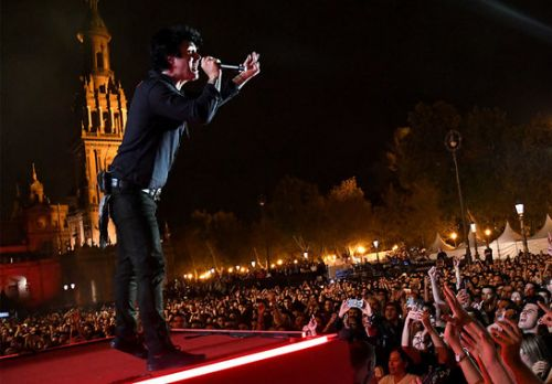 billie joe armstrong on stage in seville